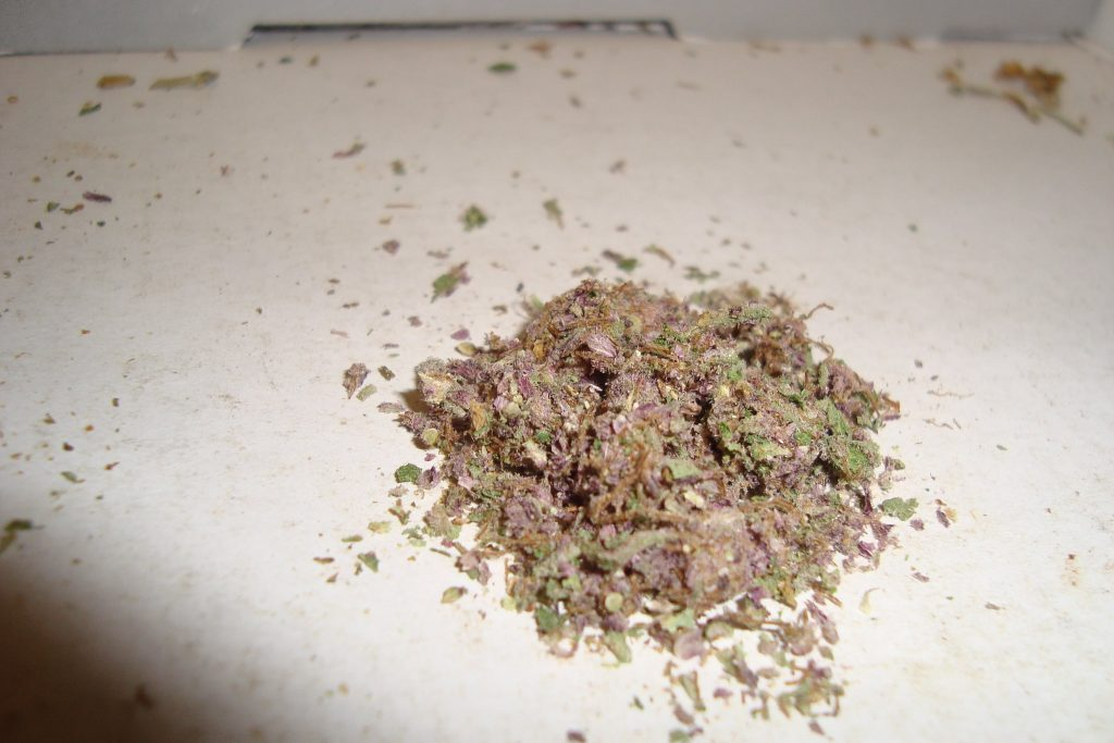 how to grind weed without grinder